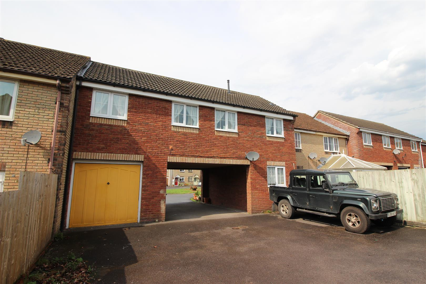 2 Bedrooms Apartment Flat for sale in Waters Edge, Pewsham, Chippenham